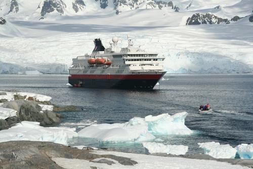 Cruise ship, landing party