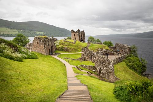 Urquart Castle am See Loch Ness in Schottland